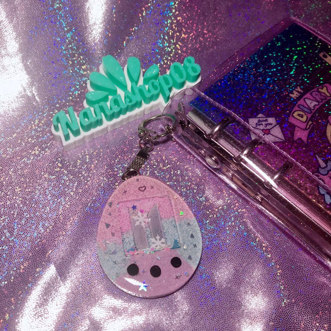 Gantungan Kunci / Keyring / Keychain Kpop Glitter BTS bentuk Tamagotchi