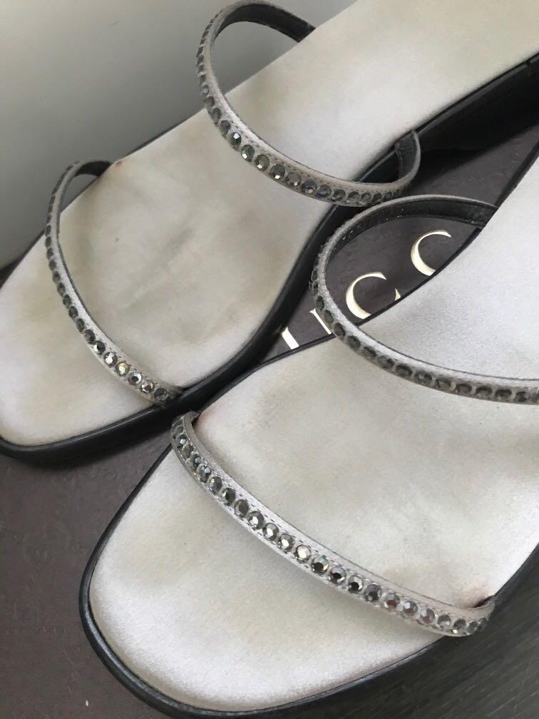 Gucci銀色緞面涼鞋