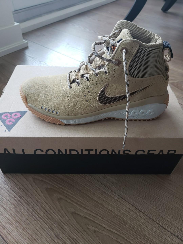 Mens Nike ACG Shoe. Brand new, never worn! Size 8.