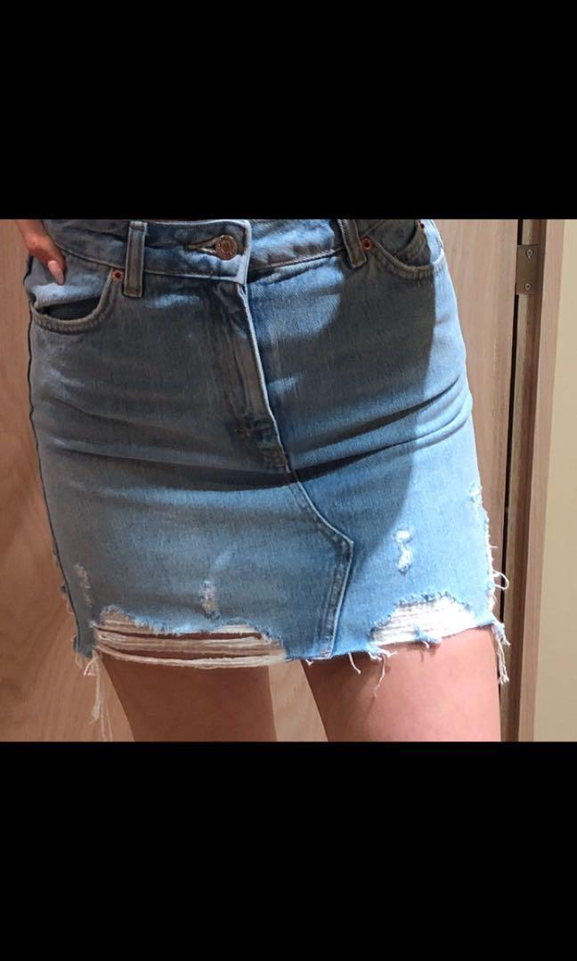 Topshop jean skirt size 4, perfect condition never worn