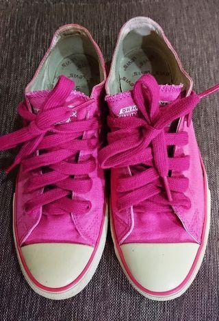 Levis's桃紅色布鞋