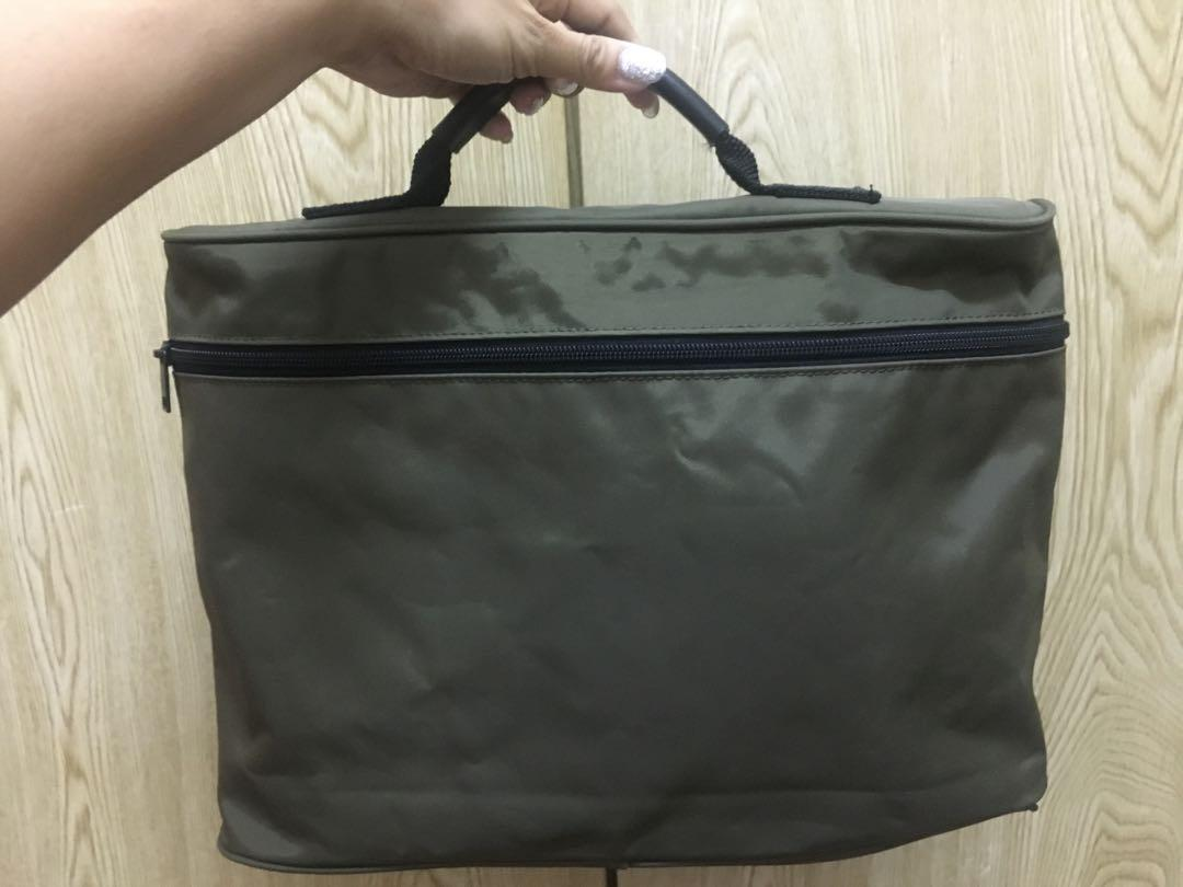 Selling cheap!All must go!Army Green Travel Pouch