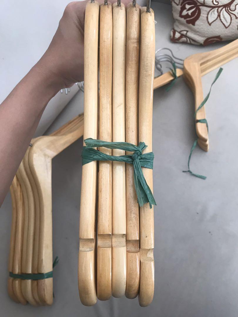 Hanger Kayu