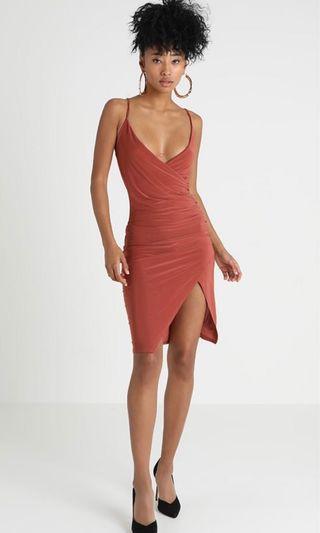 英國🇬🇧 MISSGUIDED 焦糖橘 V領 貼身 彈性 歐美 性感 爆乳洋裝 rust strappy slinky ruched bodycon mini dress