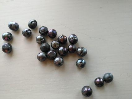 Genuine baroque Tahitian black pearl