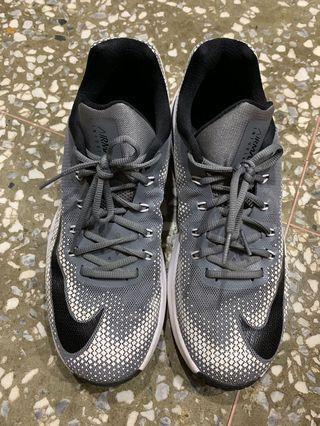 Nike AirMax 籃球鞋