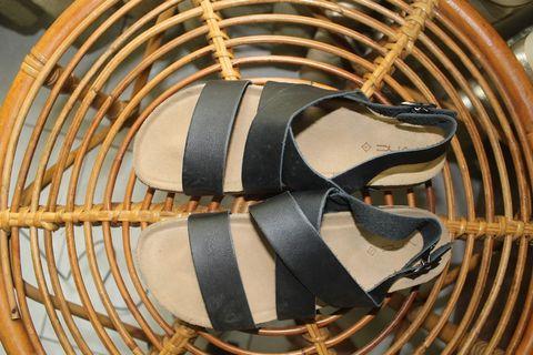 Sepatu sendal vnv