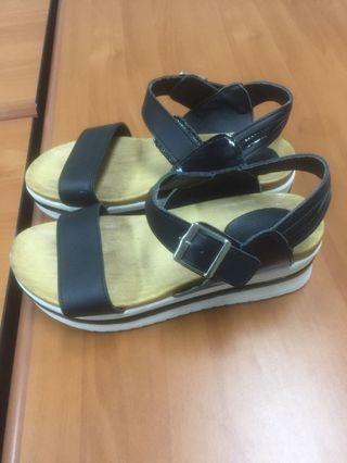 Sepatu sendal
