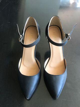 Elanor Black Shoes