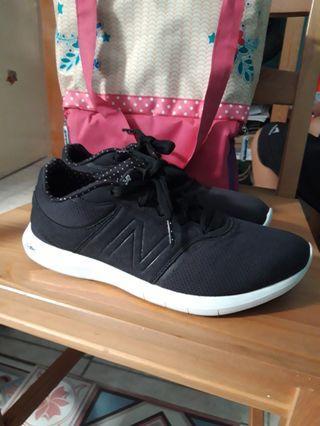 Sepatu New Balance Cloudfoam #LalamoveCarousell #HBDCarousell