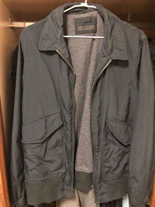 Uniqlo 黑色夾克外套 工裝可參考