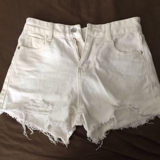 White ripped short bottom