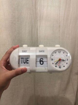 Jam dan kalender aeon putih