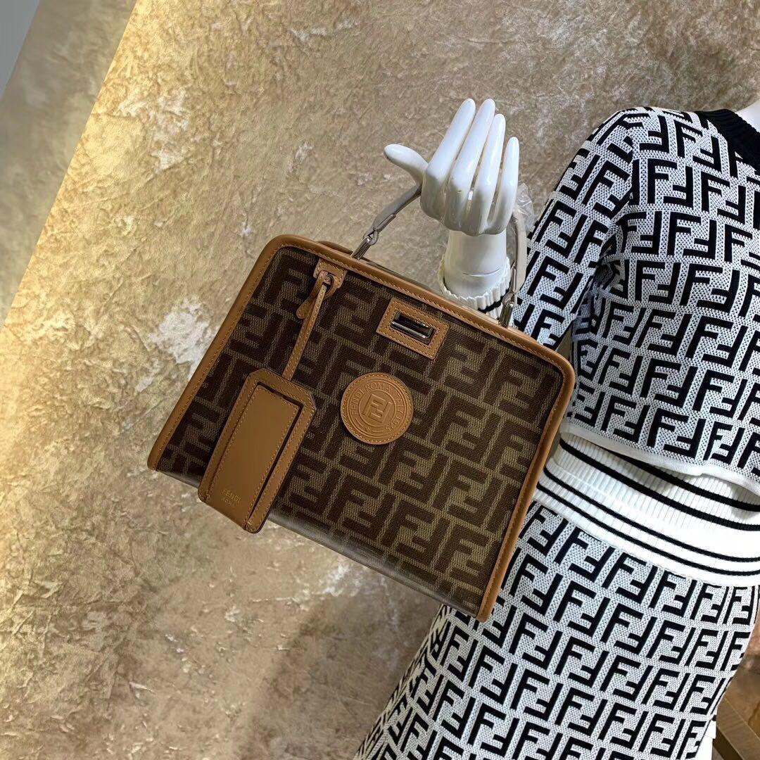 #Bajuseken #bajuimport #bajumahal #bajubranded #blouse #atasanseken #atasanbranded #tshirtseken #tshirtbranded #tshirtmurah #baju