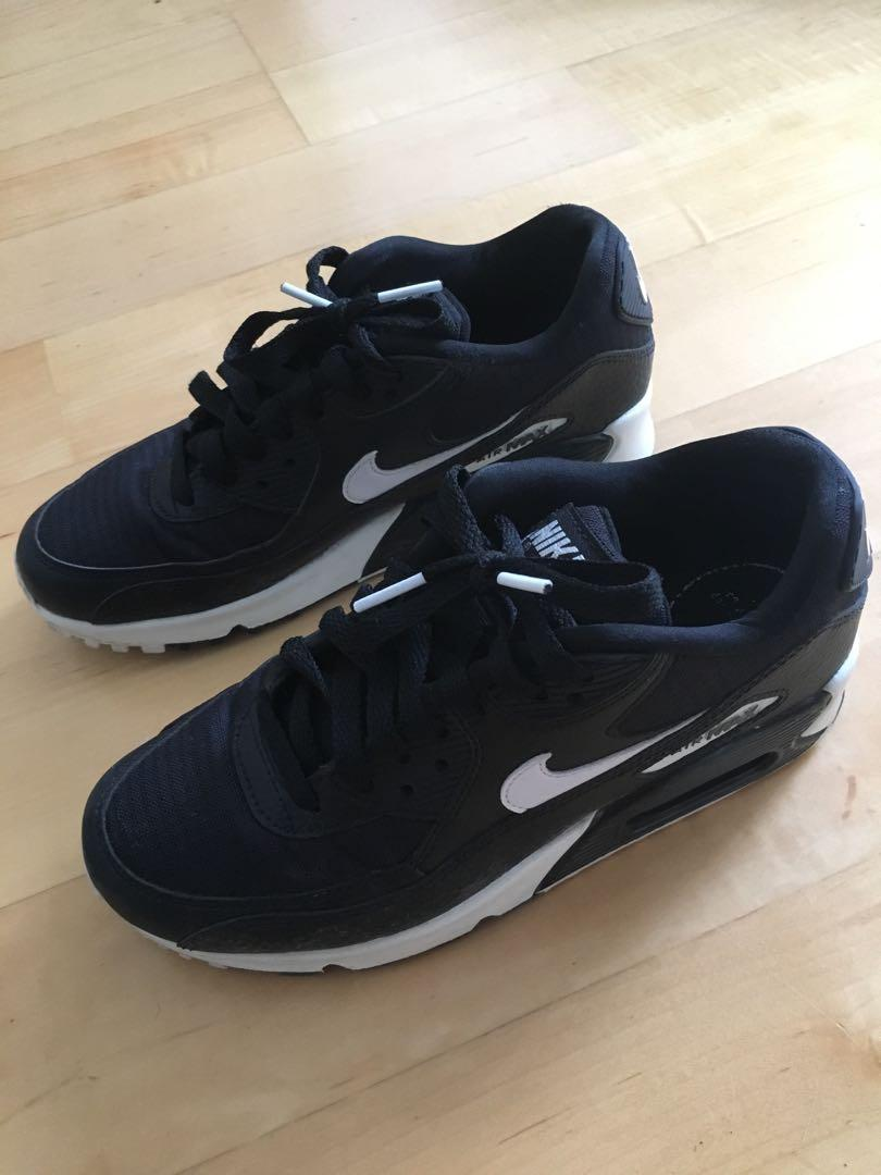 Size 6 Black NIKE Air Max in good condition (purchased from Nike store)