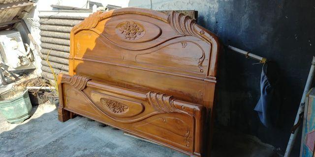 Dipan tempat tidur tipe majapahit