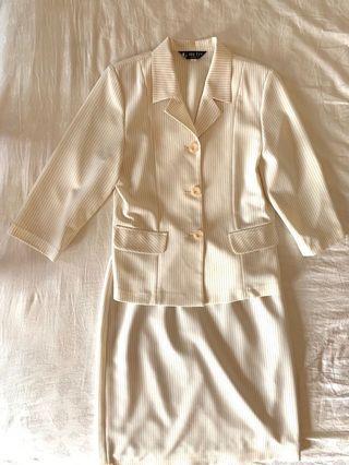✨✨一整套的套裝,米白色純棉麻套裝,西裝外套加裙子