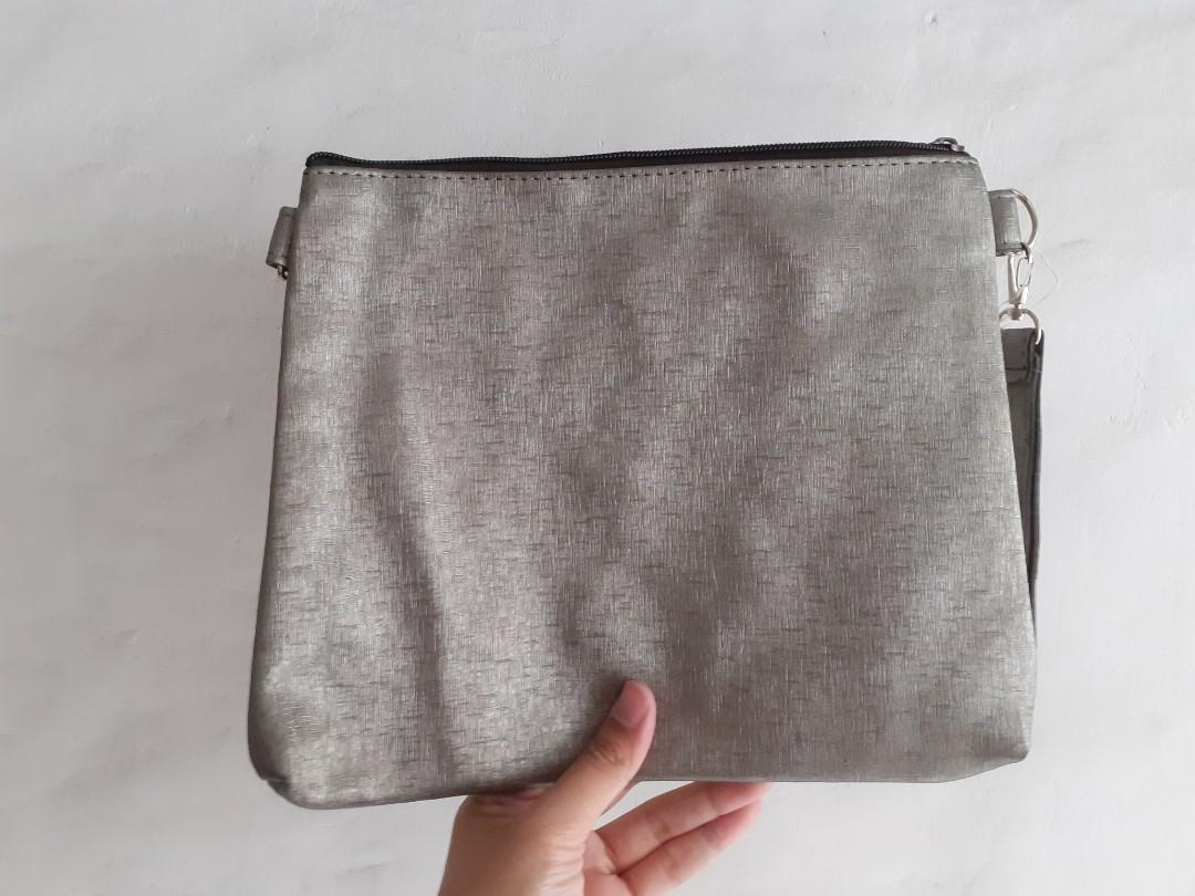 """#joinagustus [NEW] POUCH/SLING BAG """"HELLO"""""""