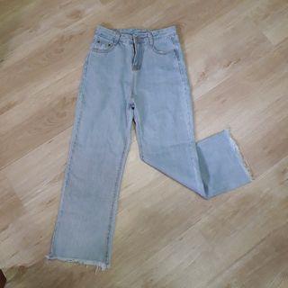 淺藍抽鬚牛仔褲