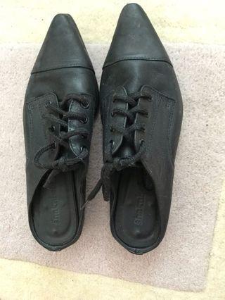 SHaKuhashi flat sandal