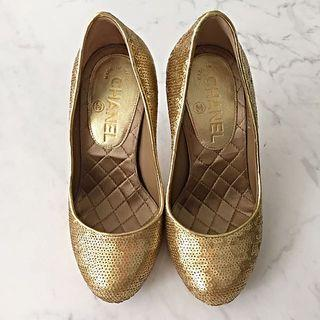 Chain Gold Sequined Pumps