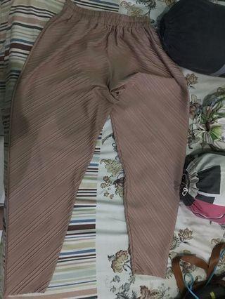 Celana pleats cokelat