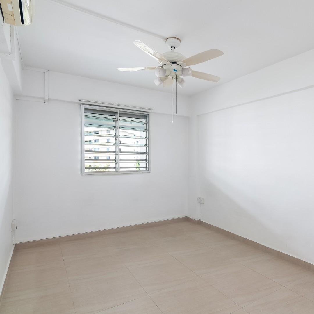 Breezy high floor unit located next to Clementi MRT!