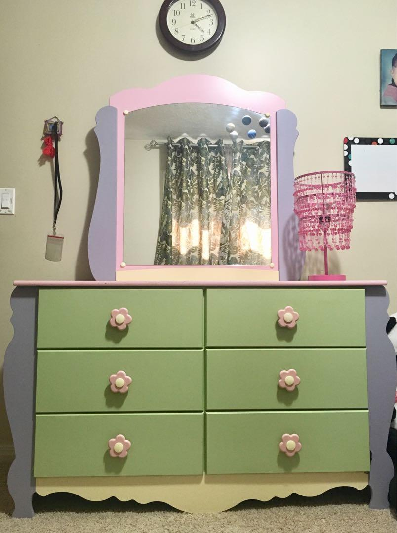 Girl's Ashley dollhouse dressing table with mirror and lamp