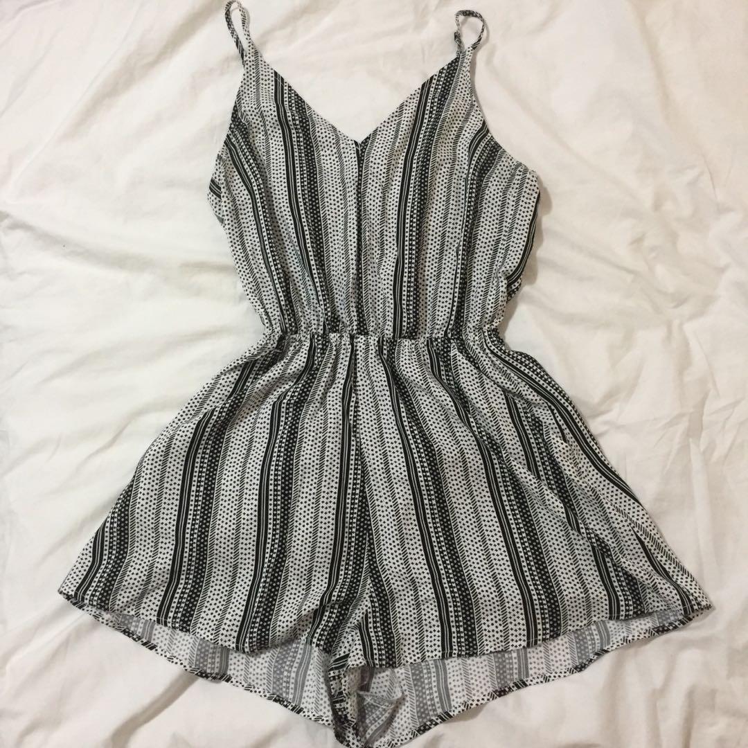 ✨H&M romper | black grey white striped v-neck sleeveless