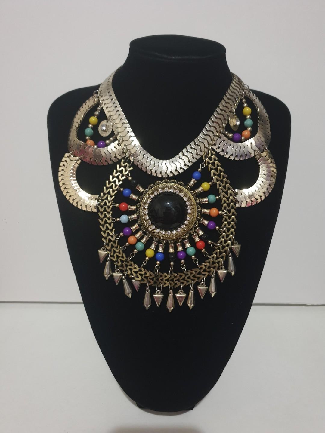 Stunning large chunky quality statement necklace stone and rhinestone
