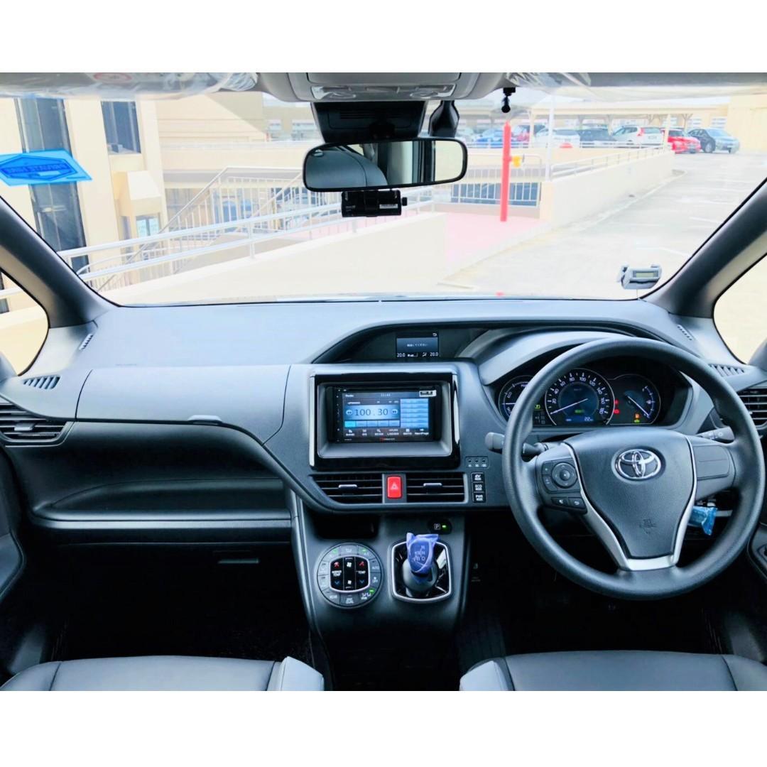 Toyota Noah Hybrid 1.8 [Brand New]