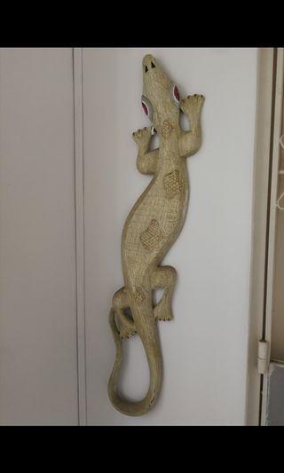 Antique lizard art