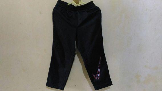 Dijual celana NIKE anak as 3thn