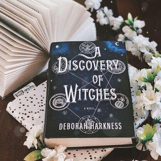 (New / English) A Discovery of Witches