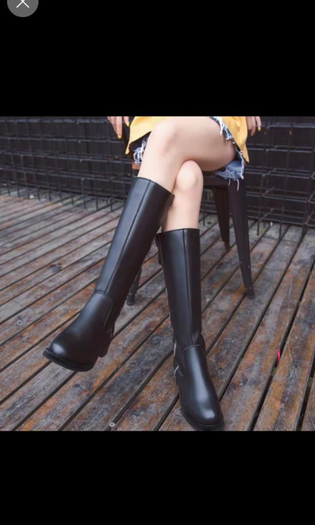 黑色高筒拉鏈長靴