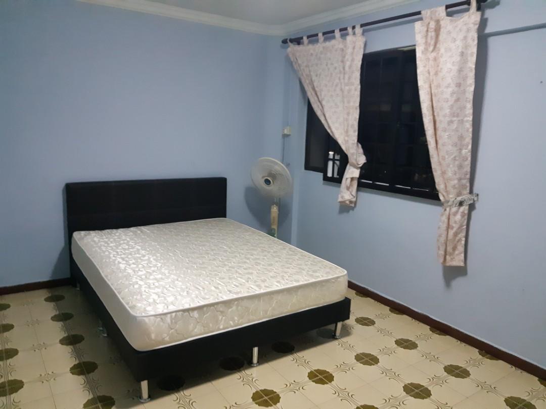Bk 211 Jurong East Street 21 common room for rent