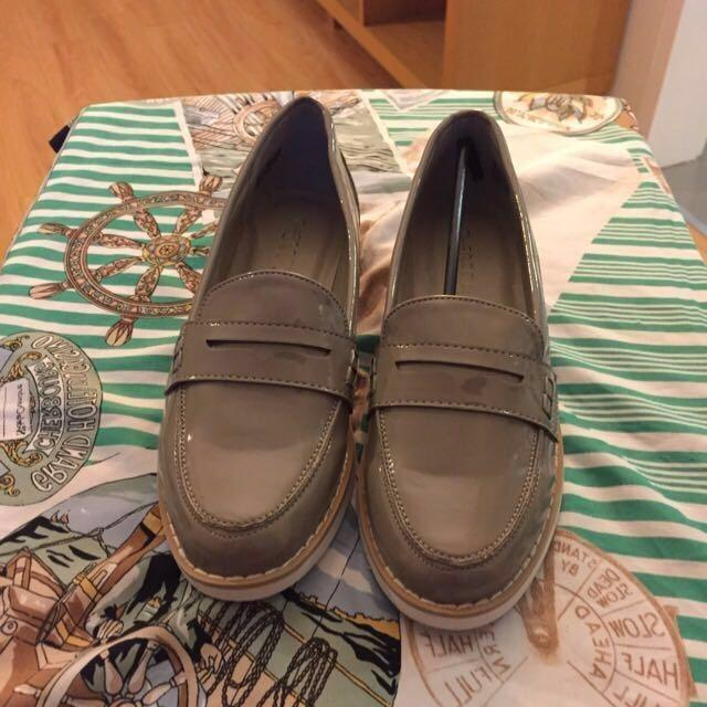😆FREE SHIPPING😆 AU7 Brand New Grey Flats Shoes come with box