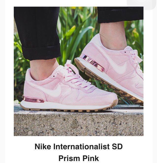 NIKE Internationalist SD Prism Pink
