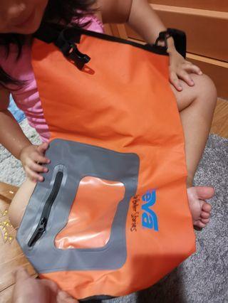 Waterproof sling bag big