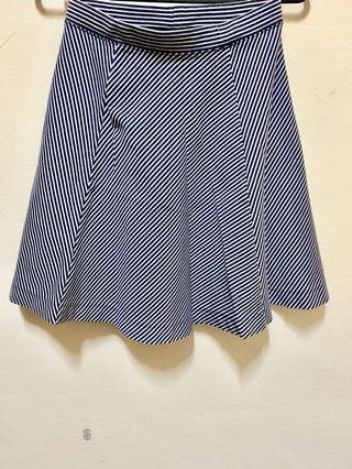 UNIQLO 修身條紋短裙