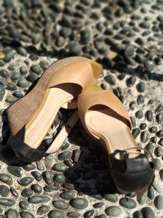 Sandal nyaman :  leather wedges (skin color)
