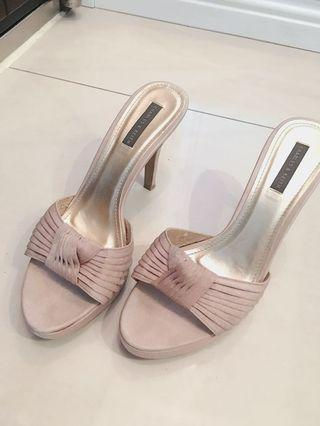 百貨專櫃 Charles & keith 小ck 裸粉色性感緞面百褶質感高跟拖鞋 38
