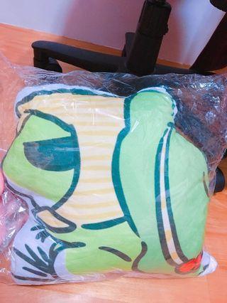 旅蛙 旅行青蛙 靠枕 抱枕