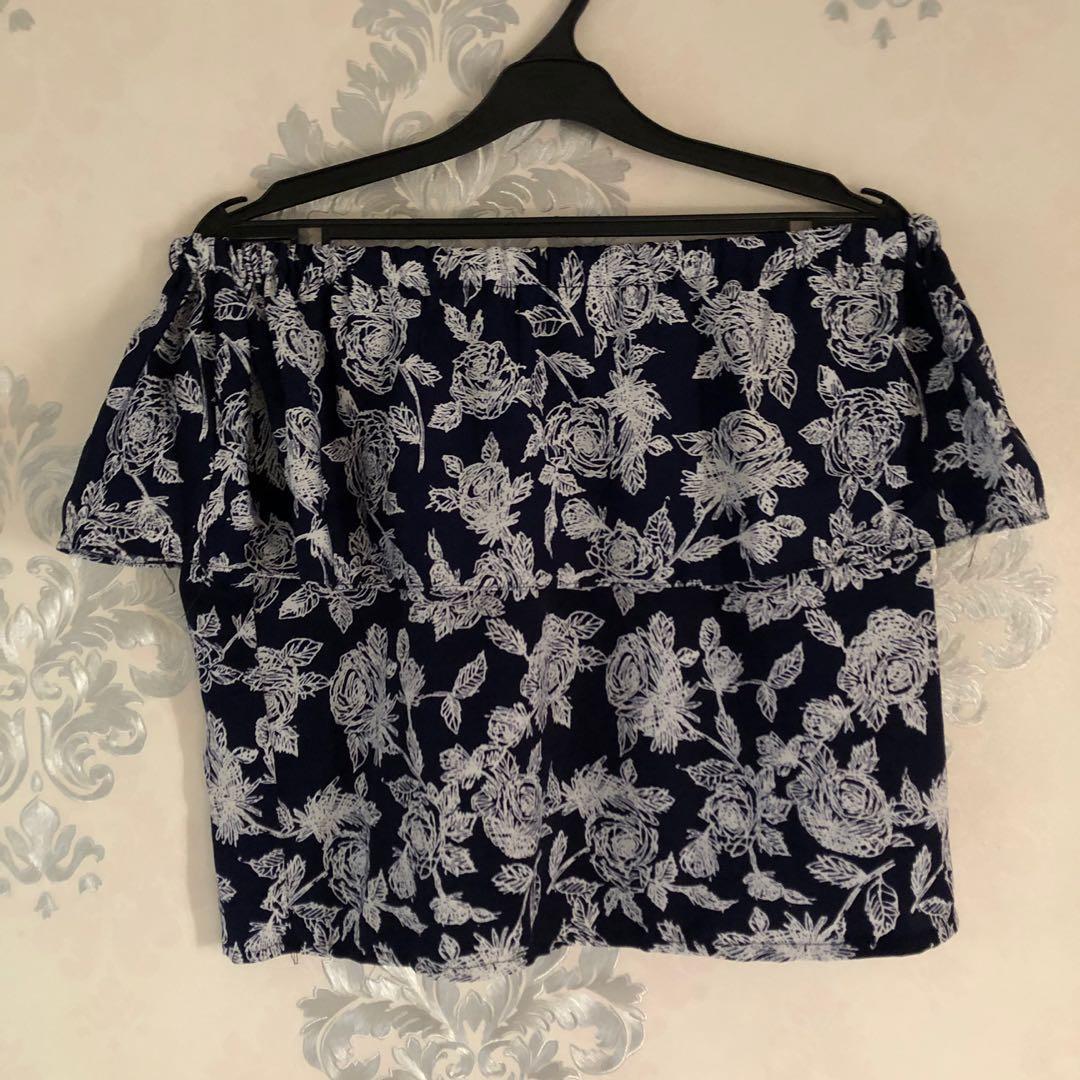 Sabrina top / baju sabrina / sabrina blouse / sabrina floral blouse / sabrina top floral / baju sabrina bunga / one shoulder / cold shoulder / off shoulder / #LalamoveCarousell #HBDCarousell