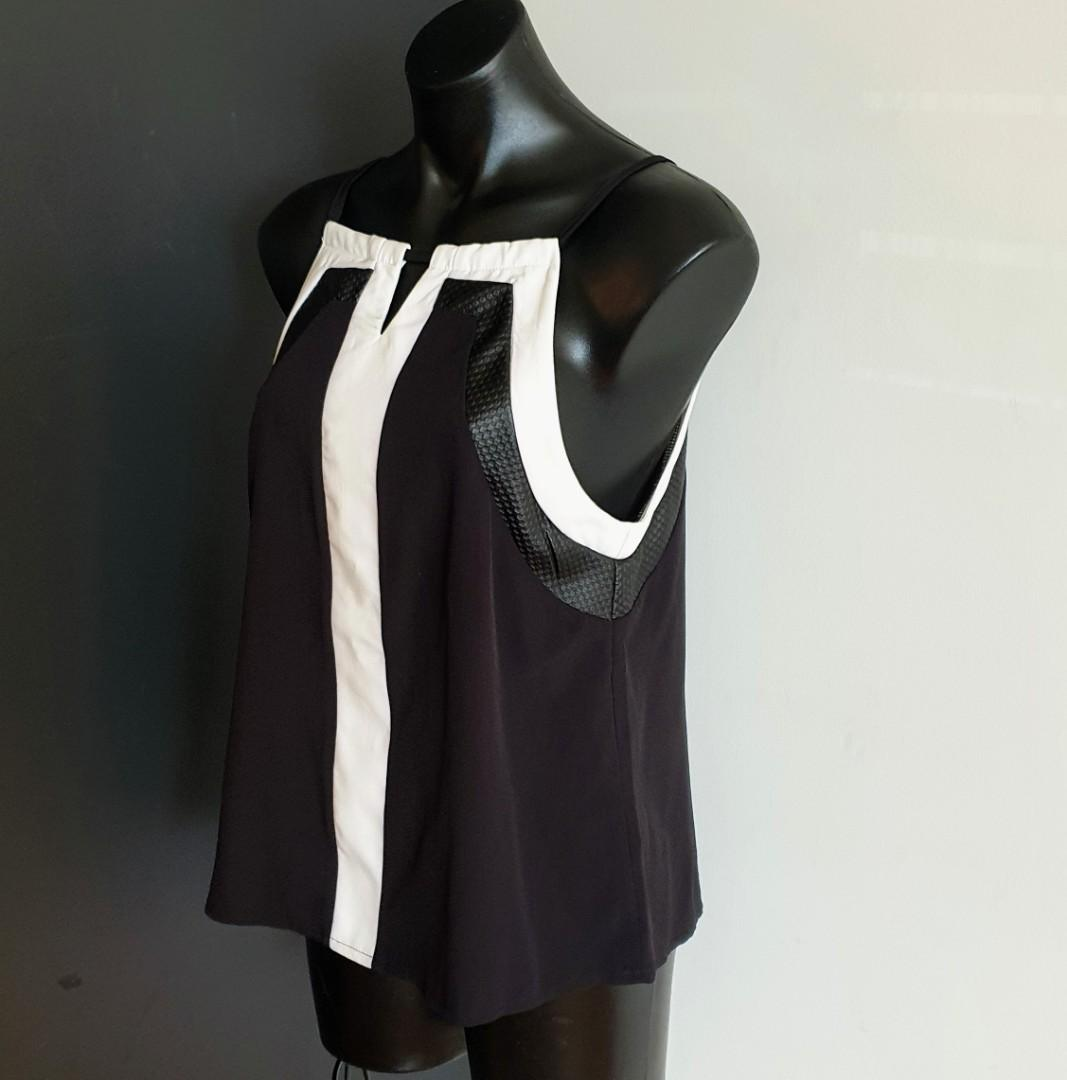 Women's size 12 'AVA' Gorgeous black and white textured top - AS NEW
