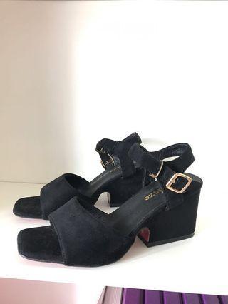 Black mid heel