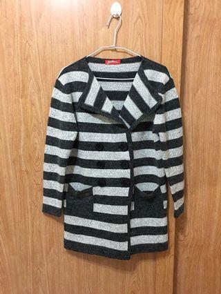 冬季灰黑條紋毛衣外套