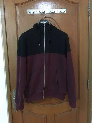 H&M two tone zip hoodie. Black and maroon