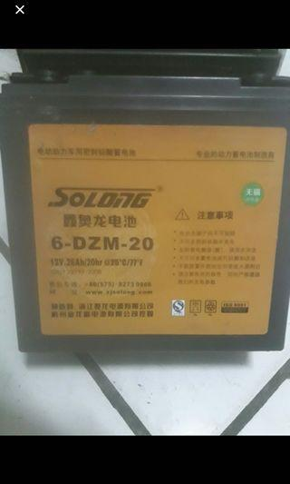 4 pcs Battery 12 volts 26 ah whith charger