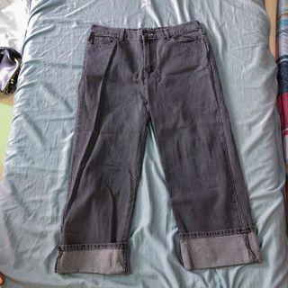 灰色寬版牛仔褲 大尺碼